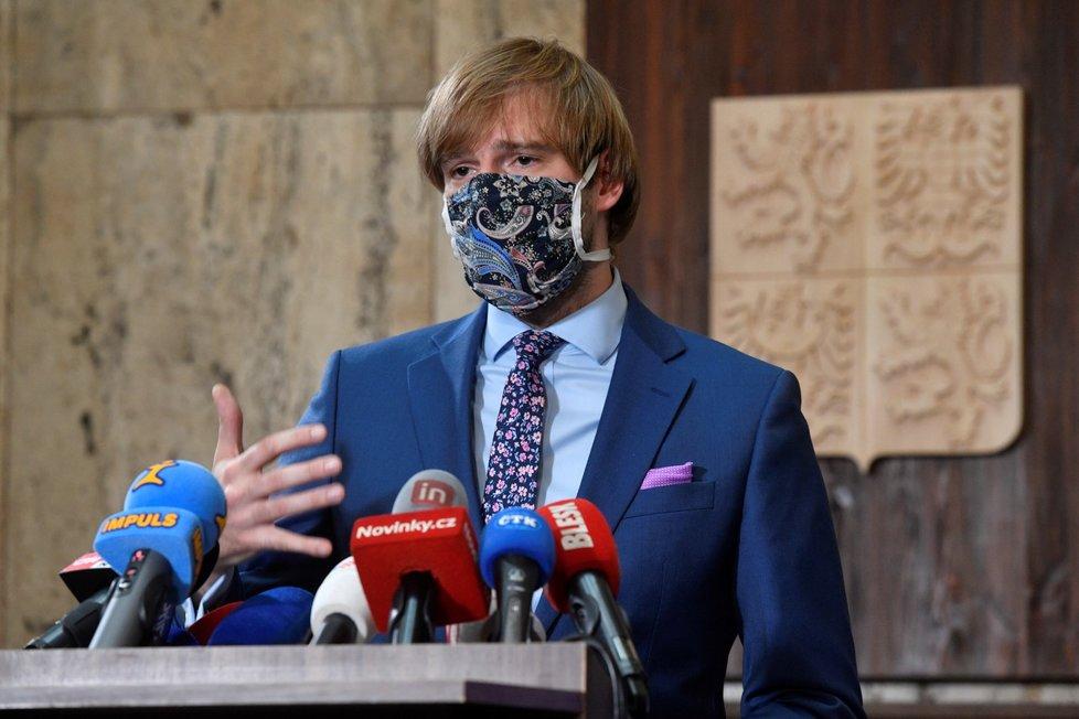 Ministr zdravotnictví Adam Vojtěch (za ANO) na ministerstvu zdravotnictví (23.7.2020.)