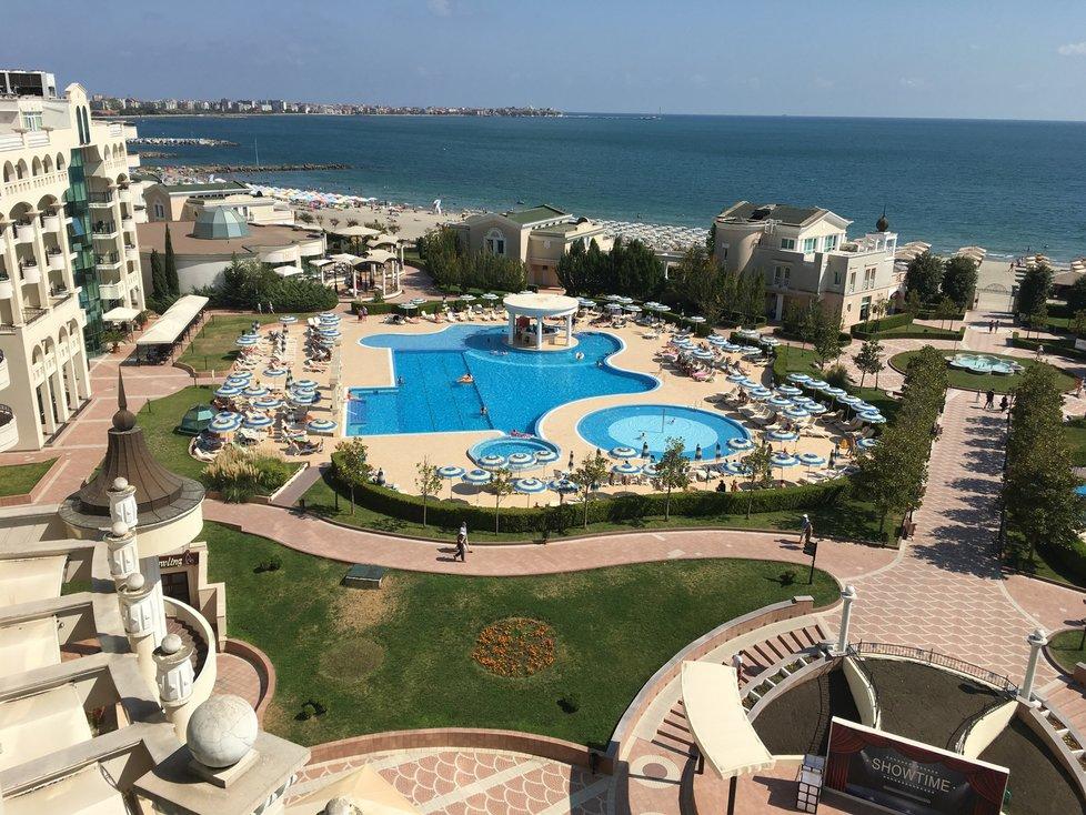 Dovolená v Bulharsku: Pohled z hotelu Sunset Resort na Bulharské riviéře nedaleko Burgasu