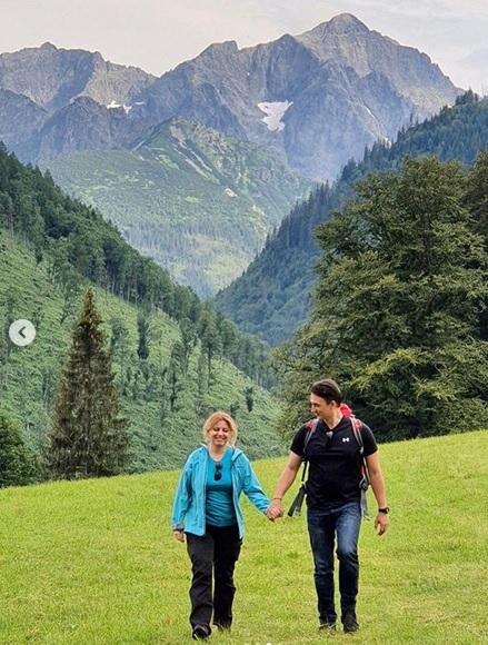 Zuzana Čaputová vyrazila do Vysokých Tater s dcerami Emmou a Leou. Doprovodil je i první frajer Juraj Rizman, přítel prezidentky.