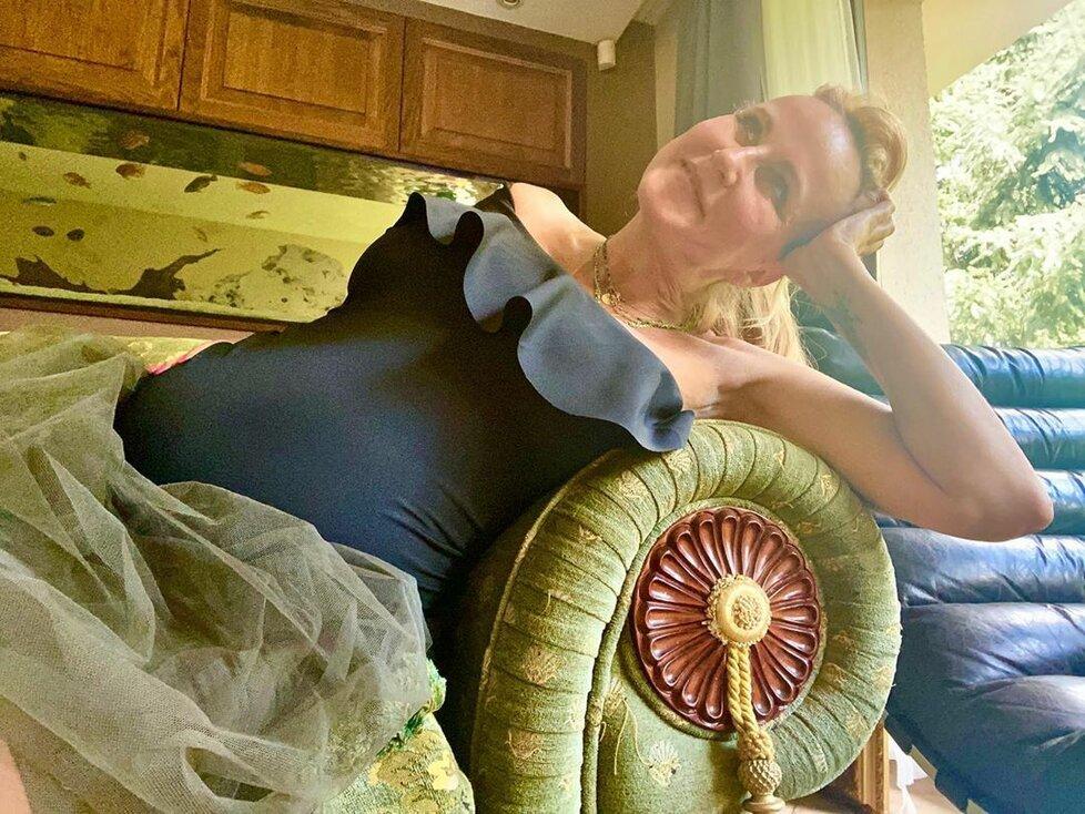 Vendula Pizingerová v plavkách