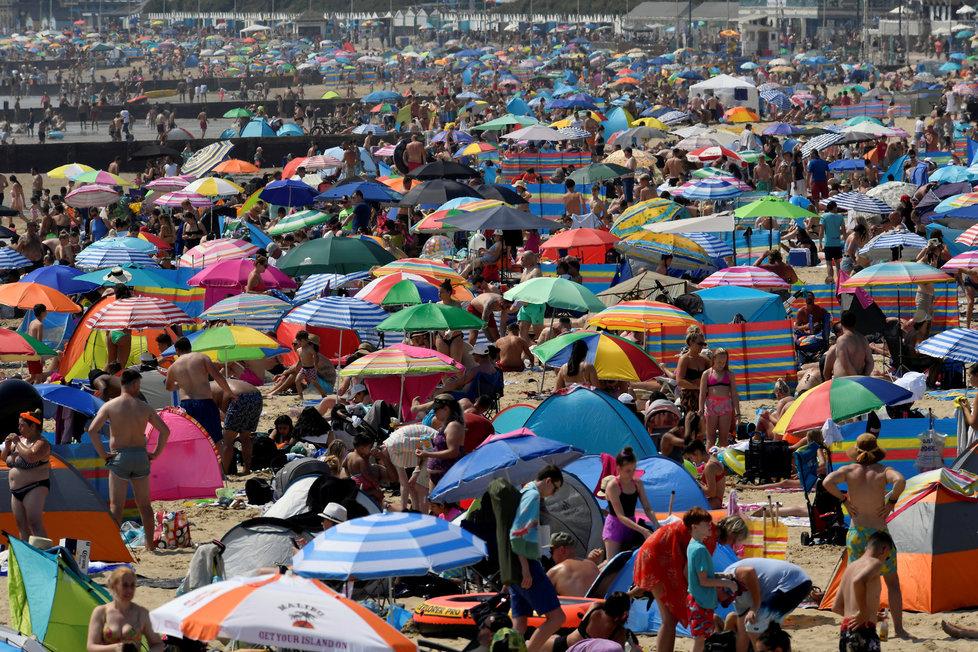 Nazvané pláže ve Velké Británii navzdory pandemii koronaviru (31.7.2020)