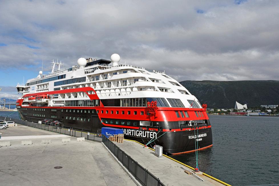 Na palubě lodi společnosti Hurtigruten v norském přístavu Tromsö je nejméně 36 členů posádky nakažených koronavirem (1.8.2020)