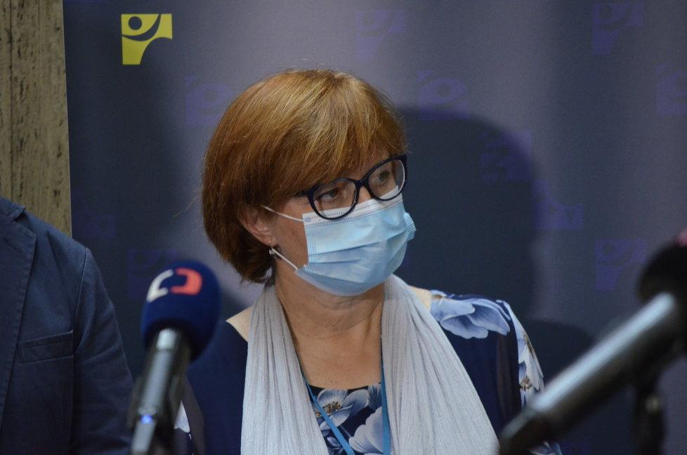 Tisková konference ministerstva zdravotnictví. Účastnila se hlavní hygienička Jarmila Rážová. (3.8.2020)