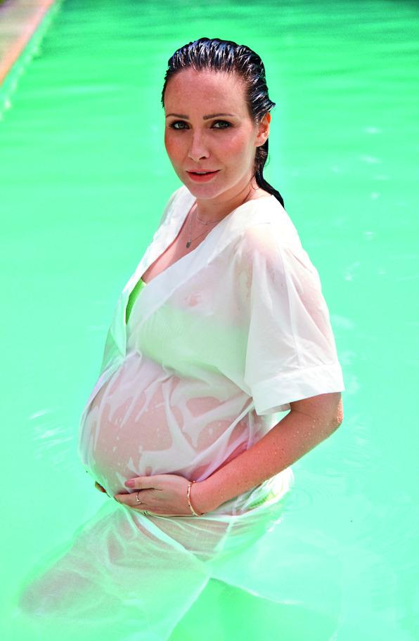 Veronika Arichteva se dva měsíce před porodem nechala nafotit a neskutečně jí to seklo!