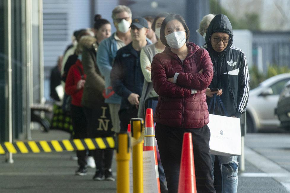 Nový Zéland se radoval ze 100 dní bez nového případu nákazy, nyní se koronavirus do země vrátil. Vláda nařídila uzavření veřejných míst (11.8.2020)