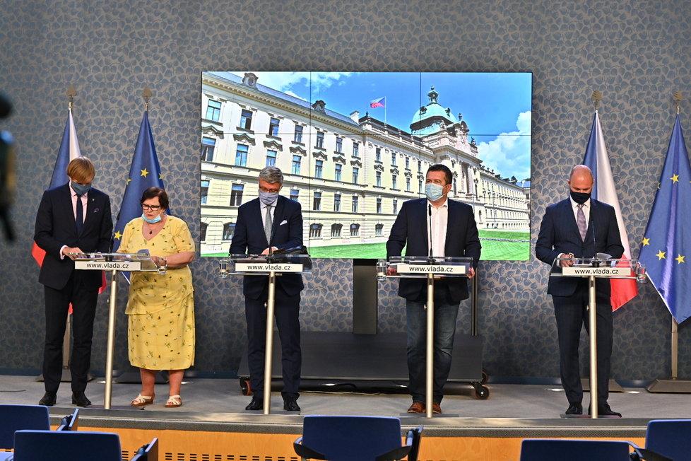 Tisková konference po jednání vlády: Zleva Adam Vojtěch, Marie Benešová, Karel Havlíček (všichni za ANO), Jan Hamáček (ČSSD) a Robert Plaga (ANO; 17. 8. 2020)