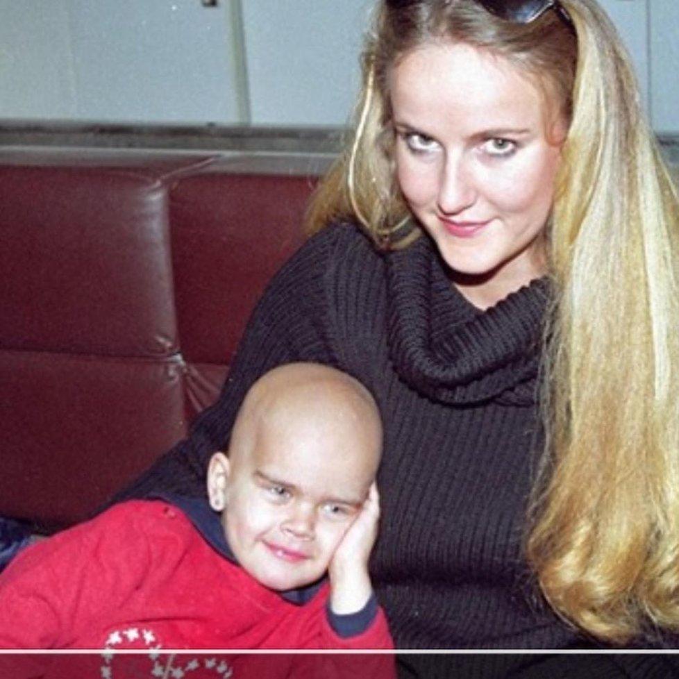 Vendula Pizingerová s dcerou Klárou, která v roce 2000 zemřela na leukemii.