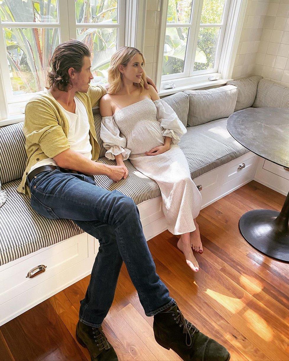 Těhotná herečka Emma Roberts