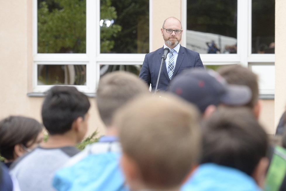 Zahájení nového školního roku: Ministr školství Plaga (ANO) vyrazil do Masarykovy ZŠ na Praze 9 v Újezdu nad Lesy