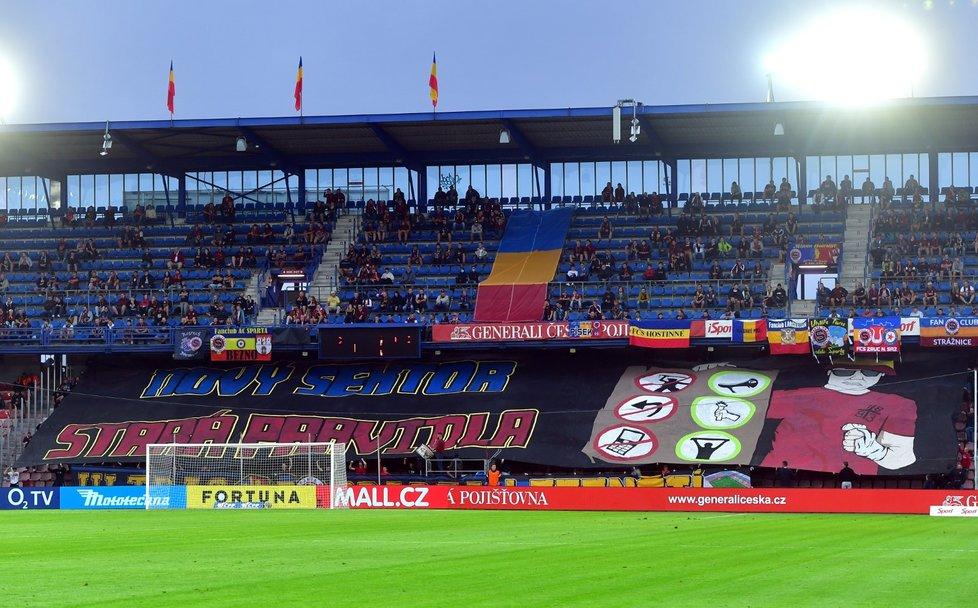 Na fotbalové stadiony se díky uvolnění opatření dostane více diváků.