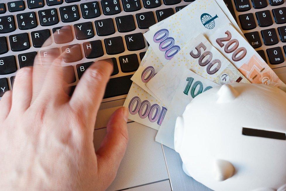 Opatření proti šíření covid-19 zásadně mění chování klientů bank.