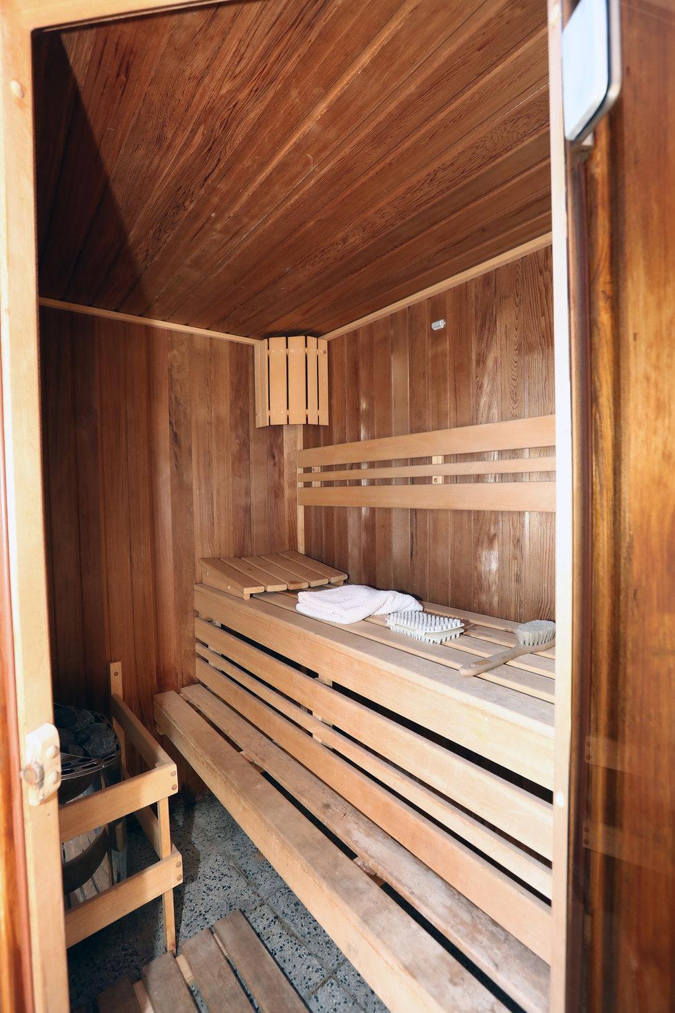 Byt Menzelových k prodeji: Součástí terasy je i sauna.