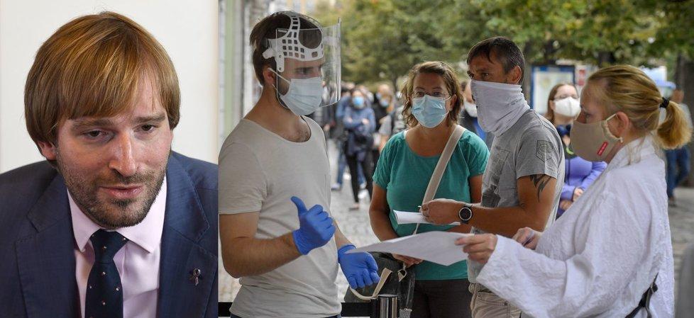 Ministr zdravotnictví Adam Vojtěch (za ANO) a fronta na testy v Praze