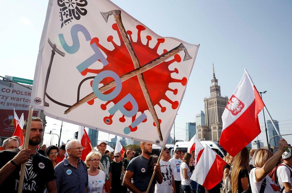 Protest ve Varšavě proti nošení roušek a koronavirovým opatřením vlády (12. 9. 2020)