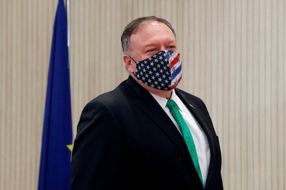Americký šéf diplomacie Mike Pompeo zvolil na dnešní den roušku s národní symbolikou (12. 9. 2020)