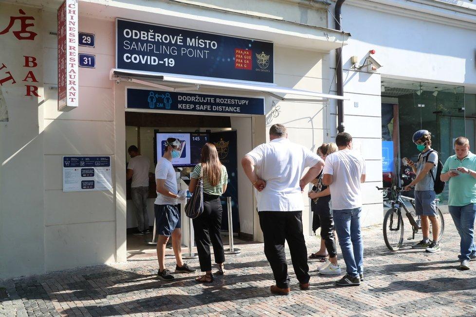 Oběroví místa v Praze. Zatímco někde se čekají dlouhé fronty, jinde je čekání skoro minimální