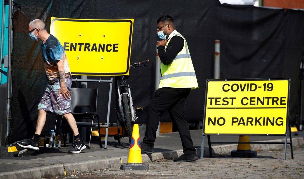 Testování na koronavirus ve Velké Británii.