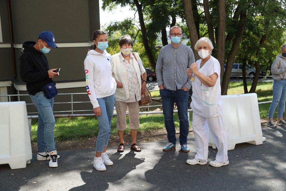 Testování na koronavirus v ČR: Odběrové místo v Nemocnici Na Bulovce (18.9.2020)