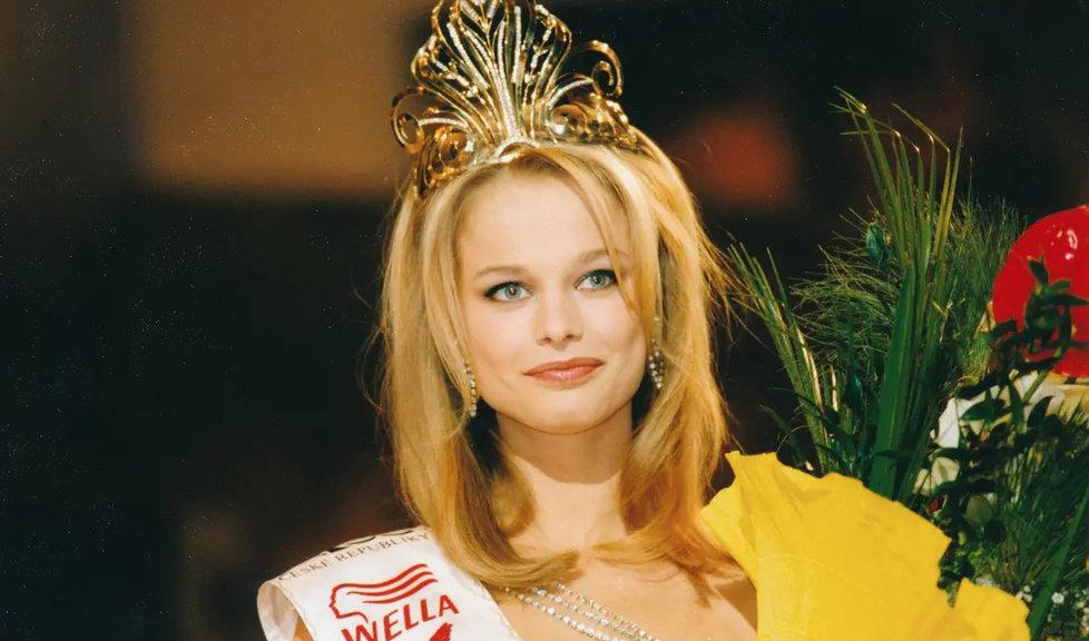 Královnou  krásy se  stala v roce 1999.