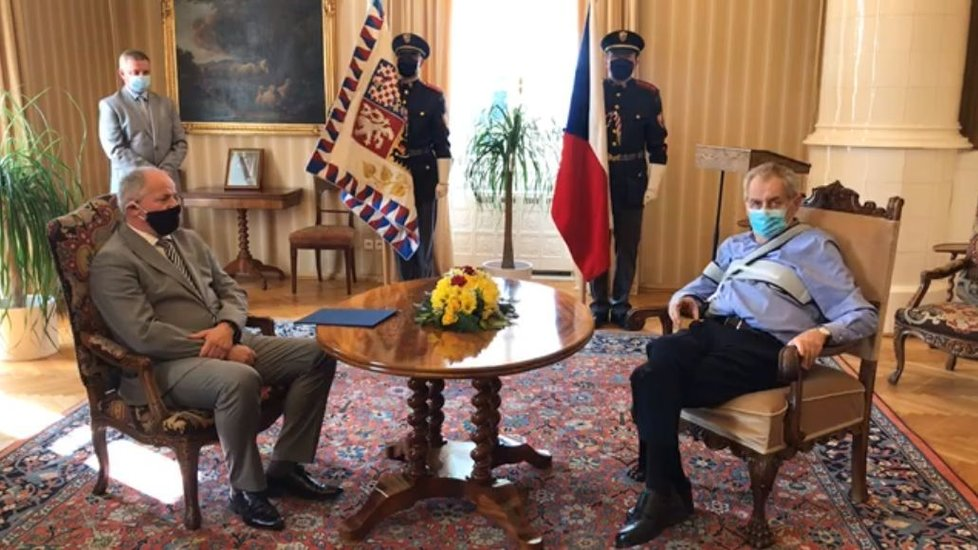 Jmenování Romana Prymuly ministrem zdravotnictví prezidentem Milošem Zemanem v Lánech (21. 9. 2020)