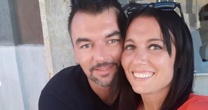 Novodobí Romeo a Julie, Italové Michele D'Alpaos a Paola Agnelliová, se do sebe zamilovali na balkonu ve Veroně v době karantény.