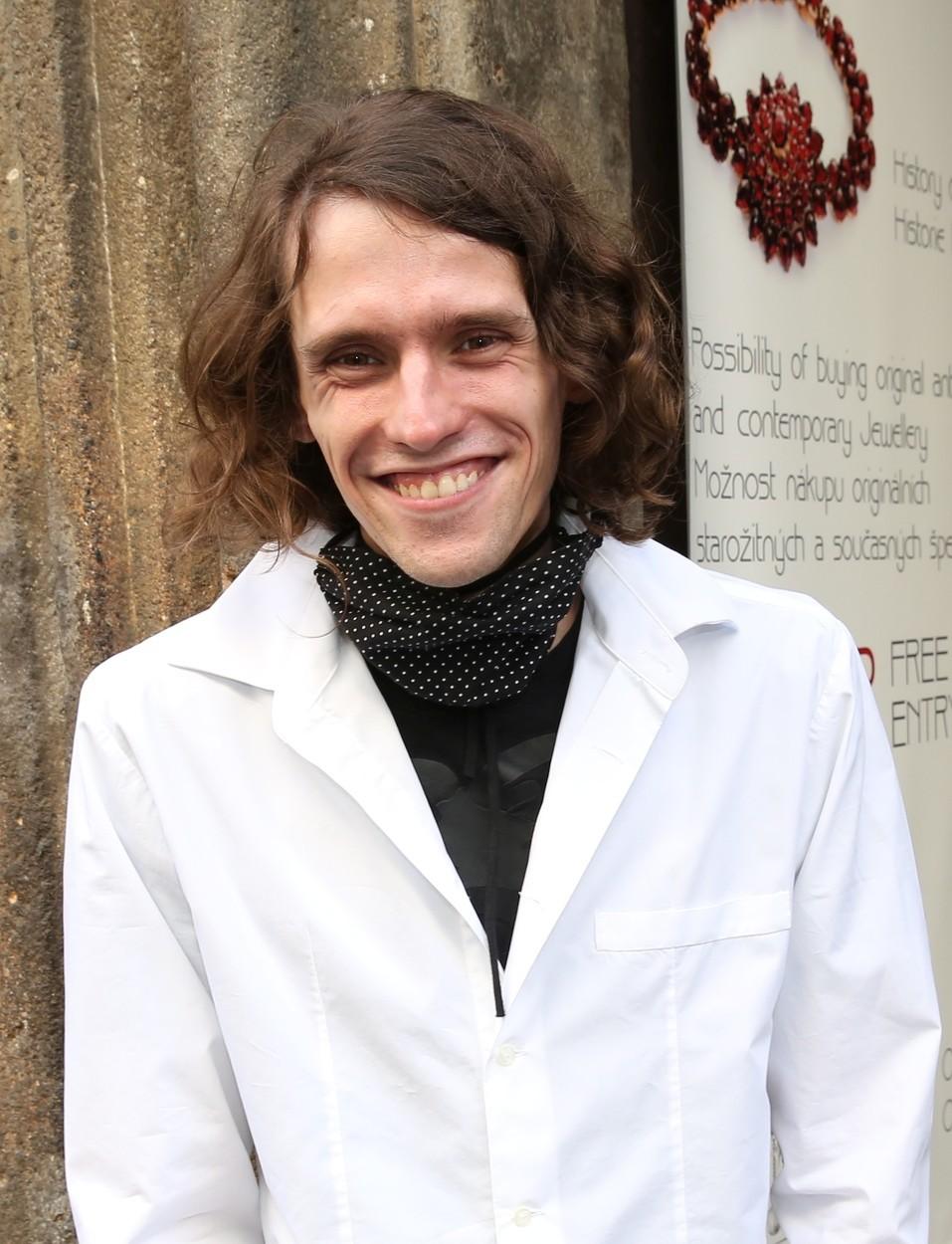 Filip Kratochvíl přišel podpořit svoji mámu Lucii Bílou při otevření jejího nového divadla.