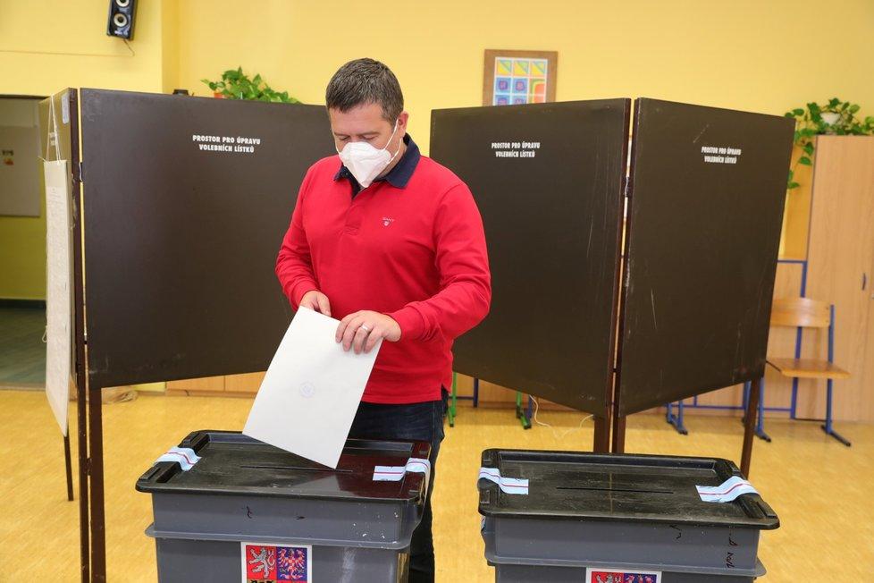 Ministr vnitra a šéf ČSSD odvolil v Mladé Boleslavi (2. 10. 2020)