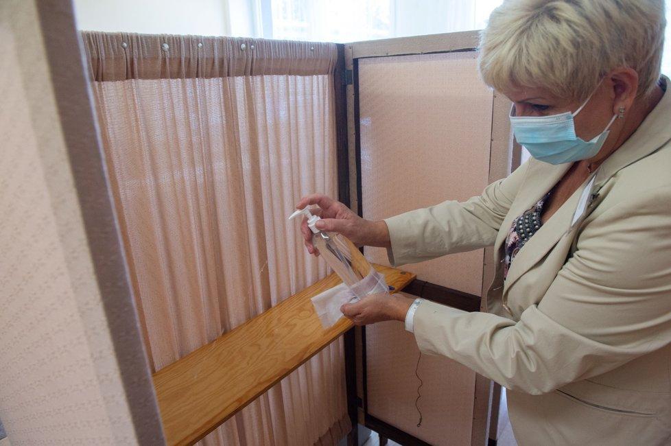 Krajské a senátní volby 2020 a opatření proti šíření koronaviru (2. 10. 2020)