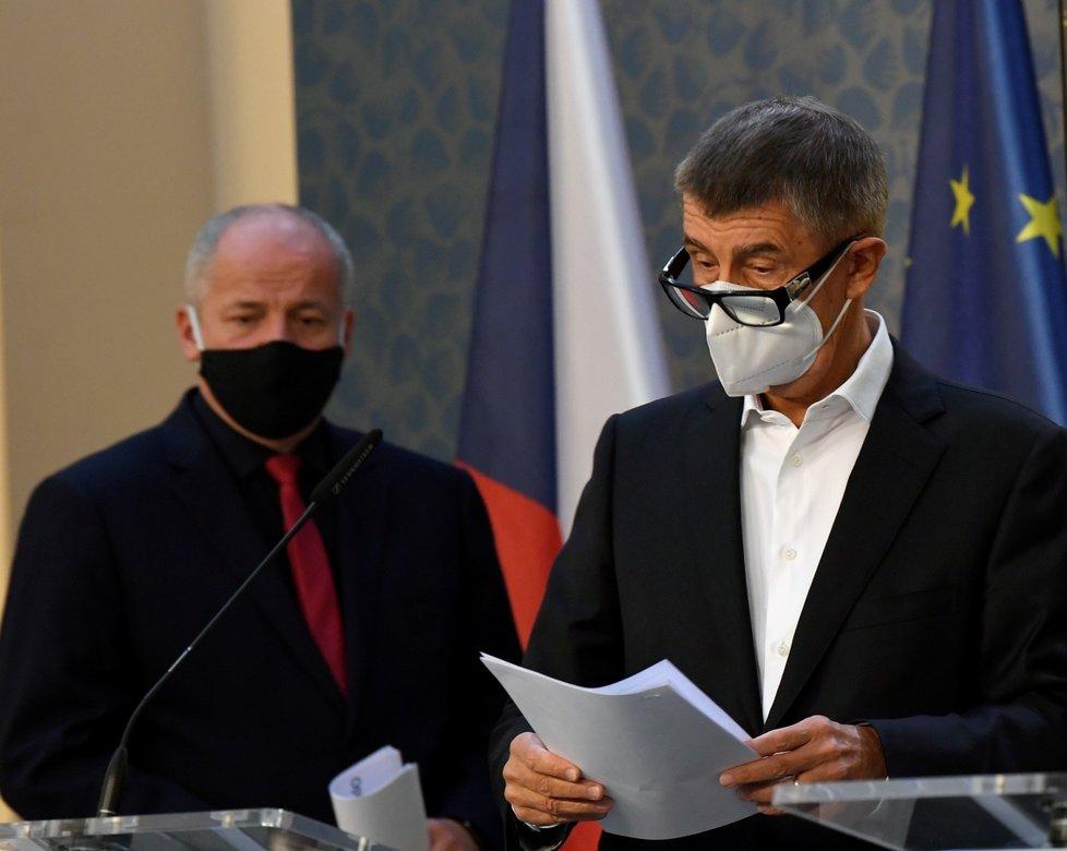 Premiér Andrej Babiš (ANO) a exministr zdravotnictví Roman Prymula (za ANO) na tiskové konferenci ohledně nových opatření (9.10.2020)