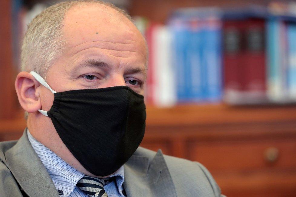 Ministr zdravotnictví Roman Prymula (za ANO) v rozhovoru pro Blesk promluvil o zákazu vycházení, polní nemocnice v Letňanech (15.10. 2020)