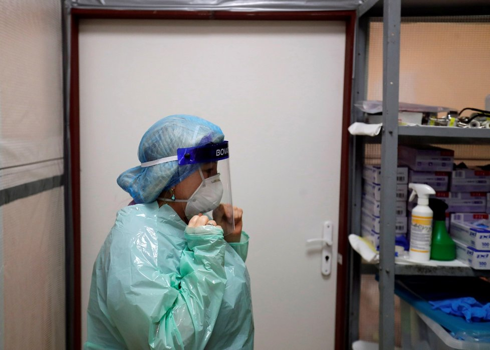 Boj s koronavirem na jednotce intenzivní péče v nemocnici ve Slaném