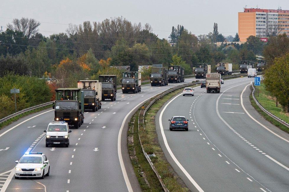 Z Hradce Králové vyjel 19. října 2020 vojenský konvoj s hlavní částí vybavení polní nemocnice pro nyní budovanou záložní nemocnici v Praze Letňanech. Konvoj tvoří 14 vozidel a souprav s přibližně 20 kontejnery se 165 tunami zdravotnického materiálu.
