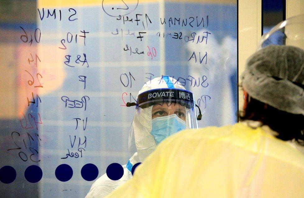 Péče o pacienty na ARO v nemocnici v Novém městě na Moravě.