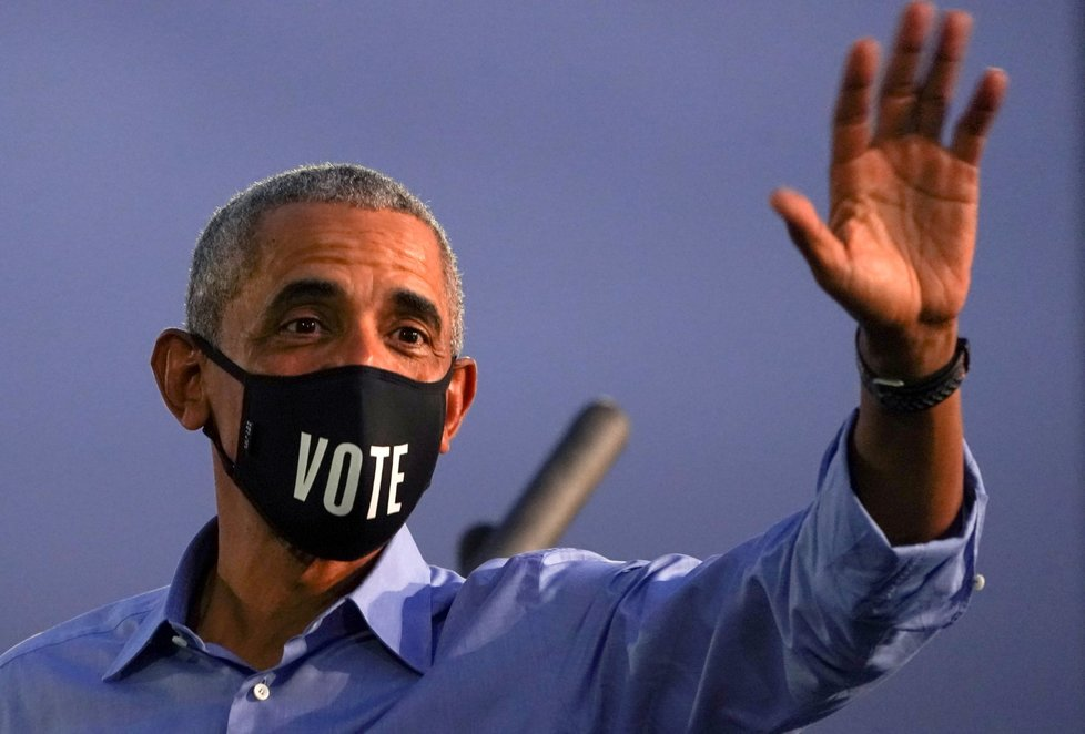 Exprezident Barack Obama podporuje svého bývalého viceprezidenta Joe Bidena.
