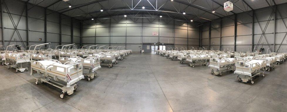 Největší lůžková část polní nemocnice v pražských Letňanech, kterou buduje Armáda ČR. Má sloužit hlavně pro následnou péči a doléčení pacientů, kteří prodělali nemoc covid-19. Bude tu celkem 500 lůžek.