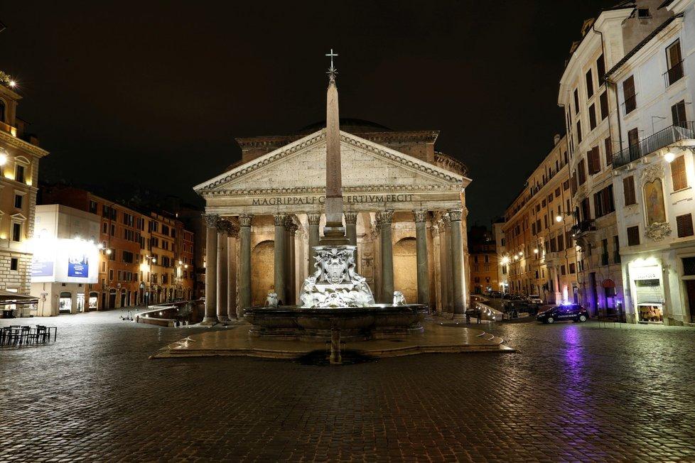 Prázdné ulice v Římě