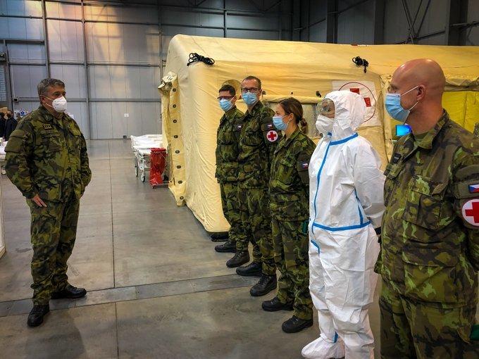 Armáda dokončila přípravu polní nemocnice v pražských Letňanech (25.10.2020)