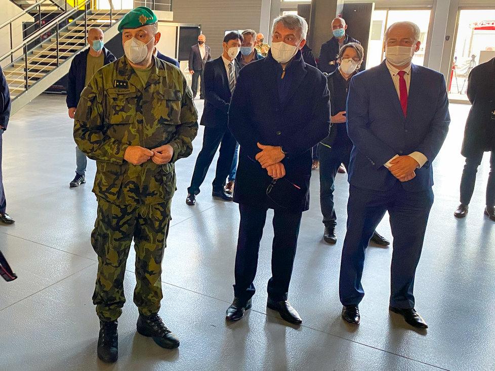 Armáda dokončila přípravu polní nemocnice v pražských letňanech. (25.10.2020)