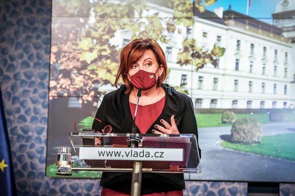 Ministryně financí Alena Schillerová (za ANO) na konferenci po jednání vlády. (16.10.2020)