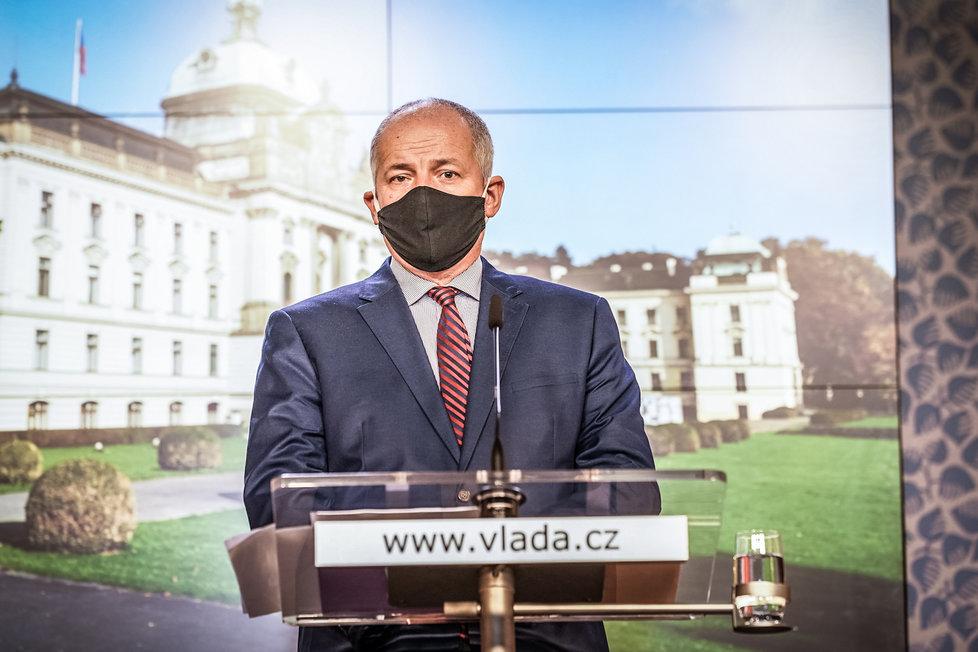 Ministr zdravotnictví Roman Prymula (za ANO) na konferenci po jednání vlády. (16.10.2020)