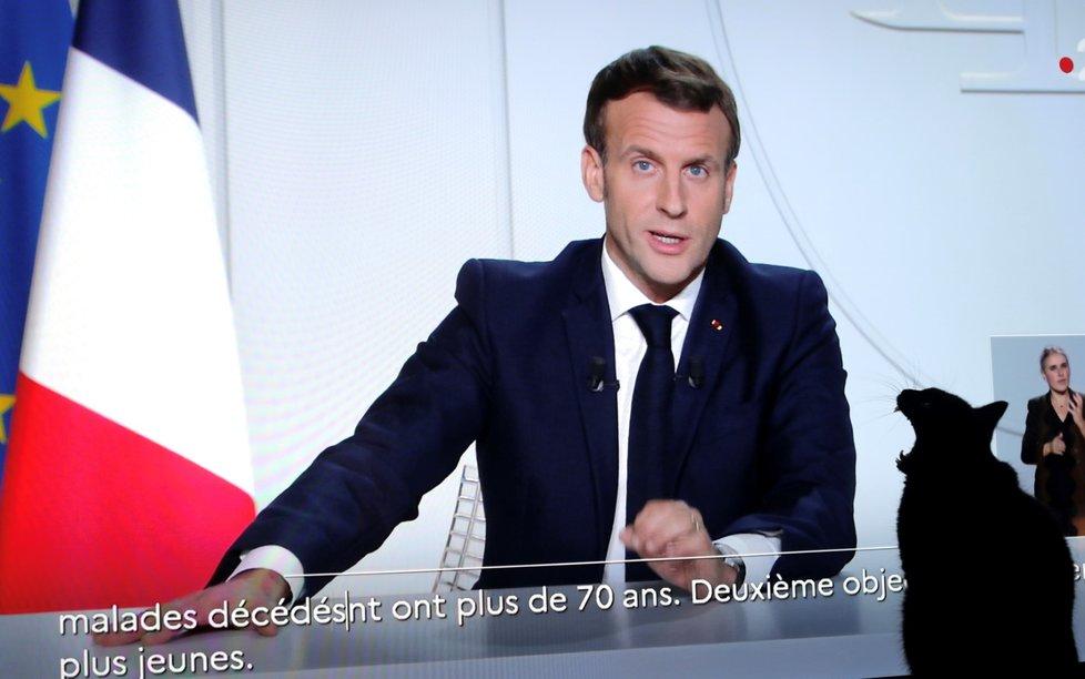 Prezident Francie Emmanuel Macron oznamuje v televizním projevu celostátní karanténu (28. 10. 2020)