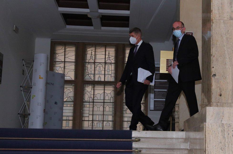 Nový ministr Jan Blatný (za ANO) a premiér Andrej Babiš na tiskové konferenci (29. 10. 2020)