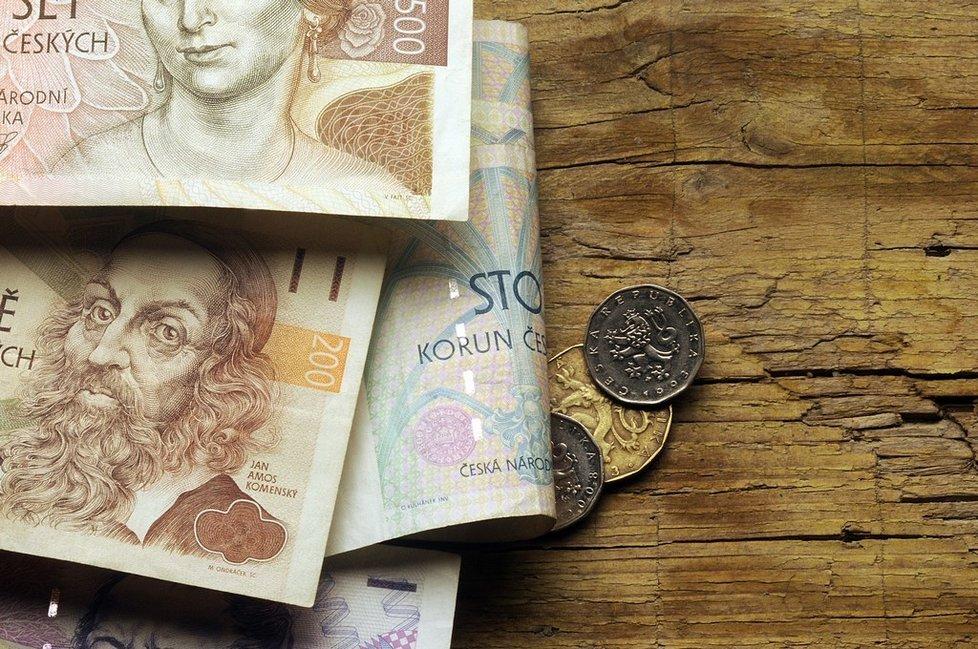 Na vyplacení 13. platů a mimořádných odměn bude mít peníze výrazně méně zaměstnavatelů než v minulých letech.