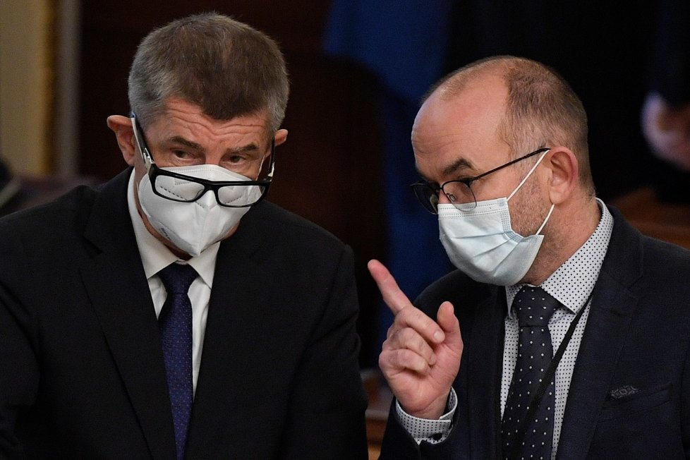Schůze Poslanecké sněmovny, 30. října 2020 v Praze. Na snímku jsou premiér Andrej Babiš (vlevo) a nový ministr zdravotnictví Jan Blatný.