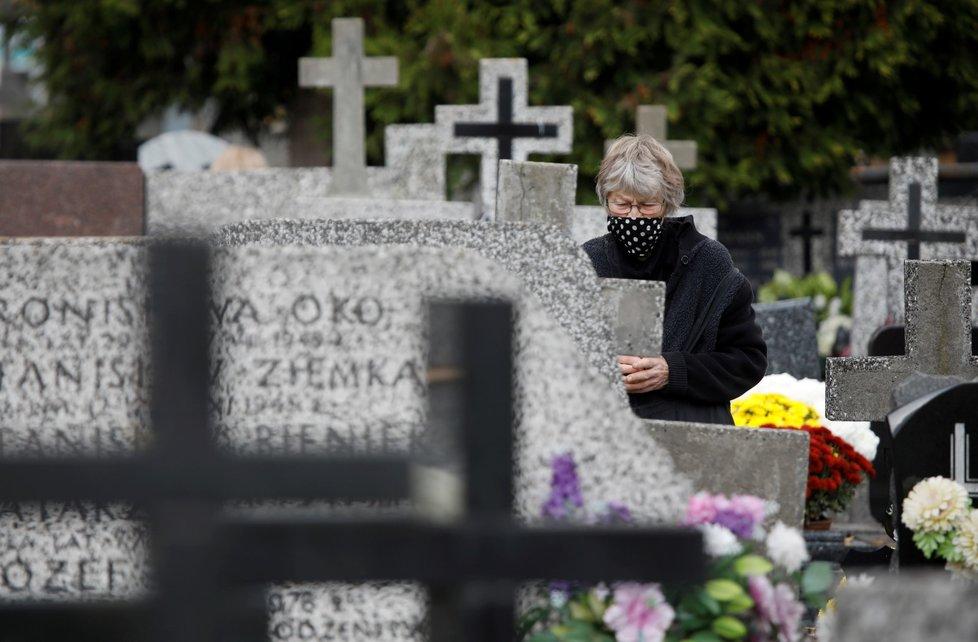 V Polsku zůstanou kvůli covidu během dušičkového víkendu zavřené všechny hřbitovy (30. 10. 2020)