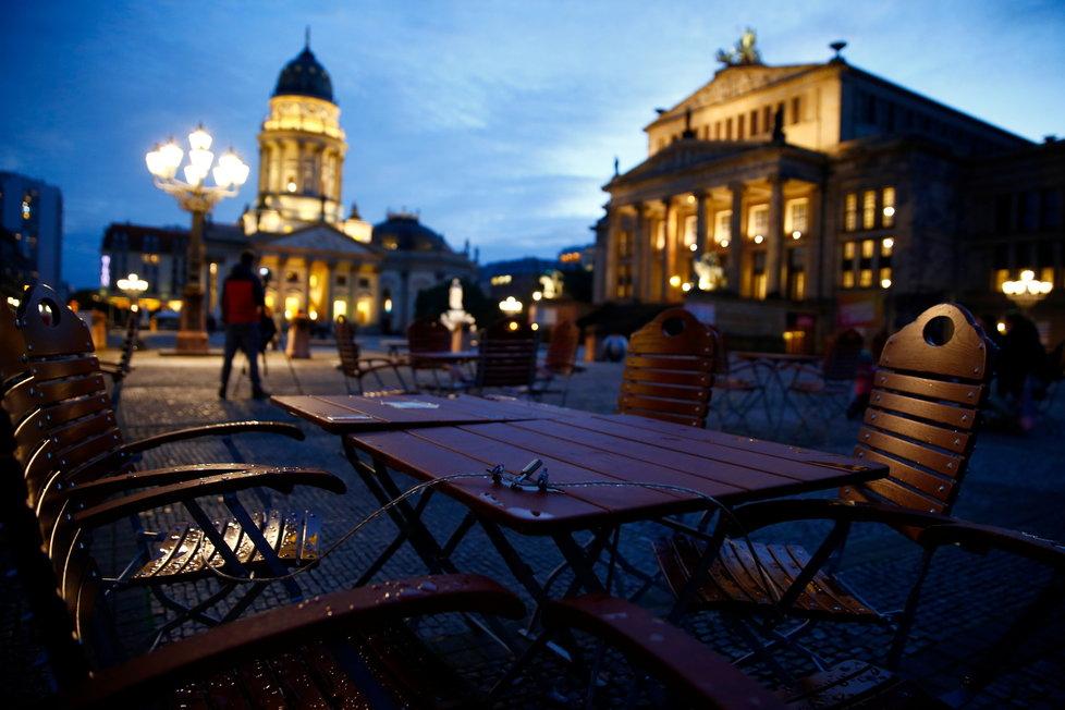 Koronavirus v Německu: Den před počátkem lockdownu, berlínské centrum dnes v podvečer zelo prázdnotou.
