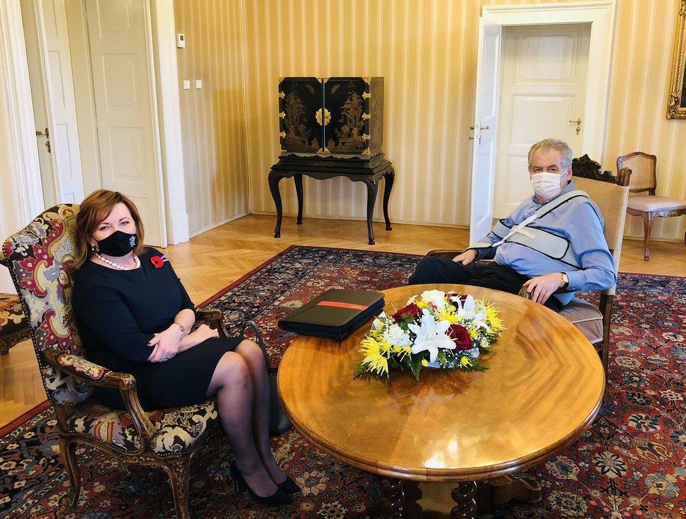 Vicepremiérka a ministryně financí Alena Schillerová (za ANO) v Lánech u prezidenta Miloše Zemana (5. 11. 2020)
