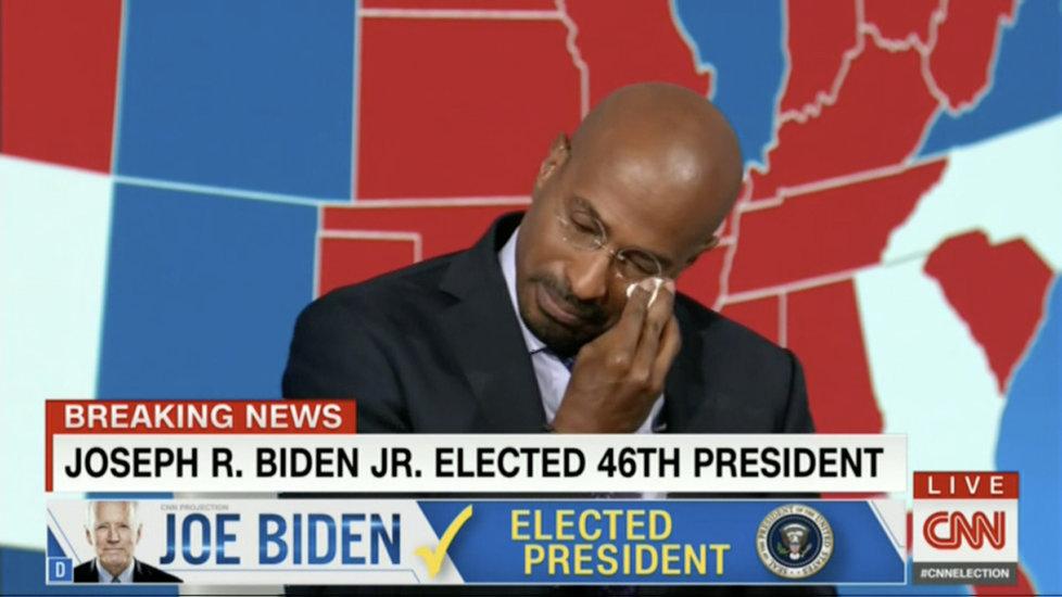 Komentátor americké CNN Van Jones pláče dojetím v přímém přenosu v reakci na vítězství Joea Bidena v prezidentské volbě