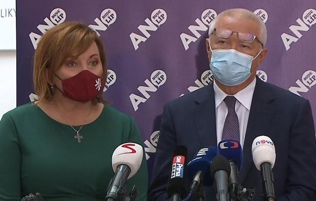 Alena Schillerová (za ANO) a Jaroslav Faltýnek (ANO) ve Sněmovně (10.11.2020)