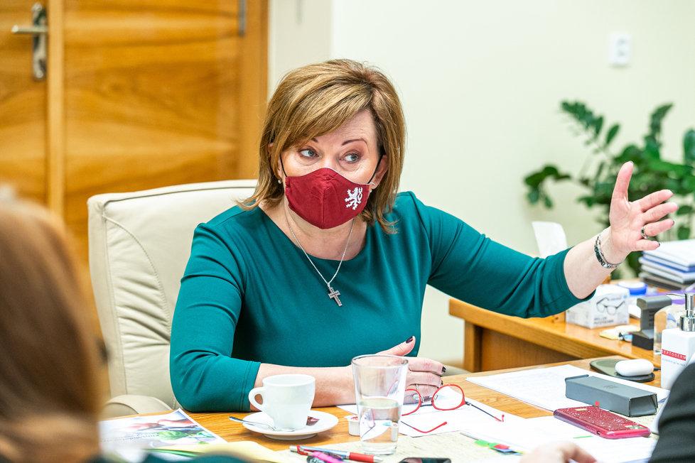 Alena Schillerová (za ANO) během rozhovoru pro Blesk před jednáním o rozpočtu na rok 2021 ve Sněmovně